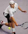 Roddick avoids ouster, advances